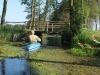 03 przepływamy pod drewnianym mostkiem