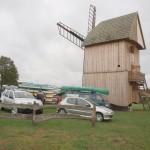 01 zabytkowy wiatrak koźlak w Skansenie Maszyn i Urządzeń Rolniczyw w Podmoklach Małych
